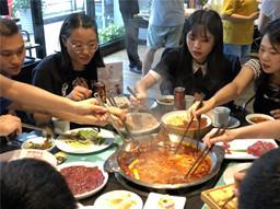 王老吉·一起嗨锅周冬雨粉丝专场活动在万博manbext官网网页空间圆满结束